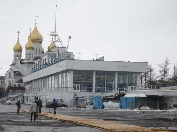 В Архангельске разбитый асфальт застелили паркетом архангельск, асфальт, паркет