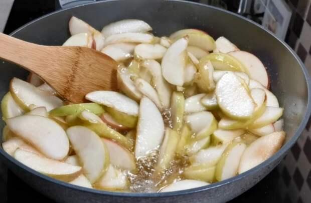 Даже тесто делать не надо! Пирог из лаваша с яблоками: быстро и просто
