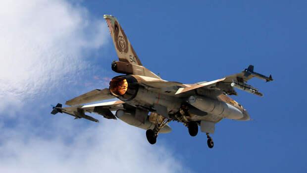 """Истребители Израиля ведут огонь по """"террористическим целям"""" в Газе"""