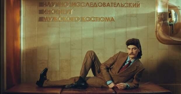 Кафедра ресайклинга и прибалтийский шик: Gucci воссоздал НИИ мужского костюма