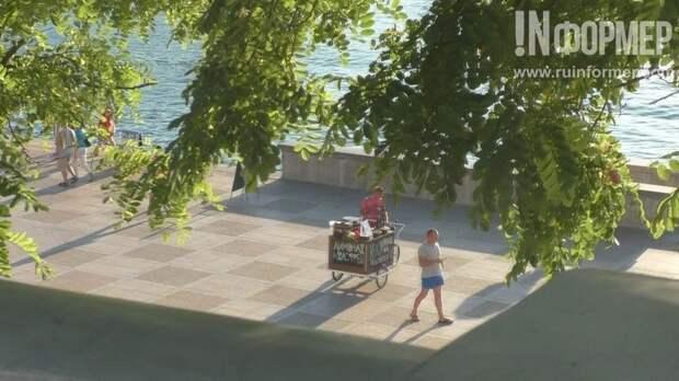 На севастопольской набережной становится тревожно – по ней сами по себе катаются сегвеи (фото, видео)