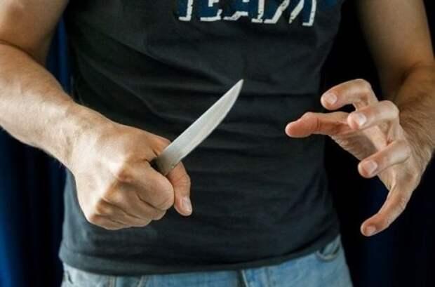 В Севастополе — в результате бытового конфликта — супруг поднял на жену нож
