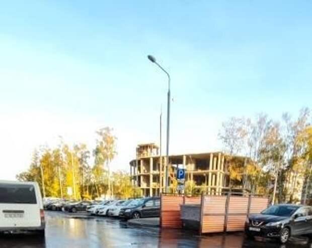 Территорию мусорной площадки во дворе дома на Дмитровском отмыли