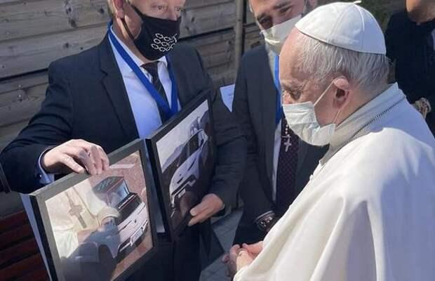 Электромобиль для Папы Римского из переработанных пластиковых бутылок выловленных в океане