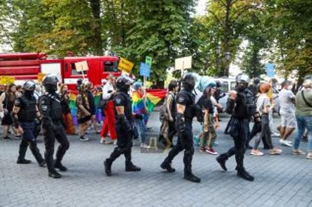 В Одессе во время марша ЛГБТ- сообщества, пострадали 30 силовиков