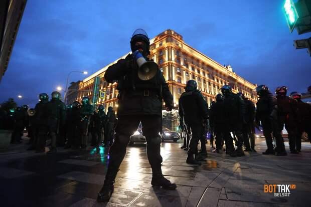 Государство не падает, но и восстание не предвидится: политтехнолог