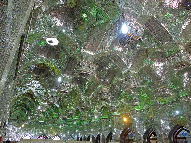 Снаружи эта мечеть не вызывает подозрений. Но стоит лишь заглянуть внутрь...