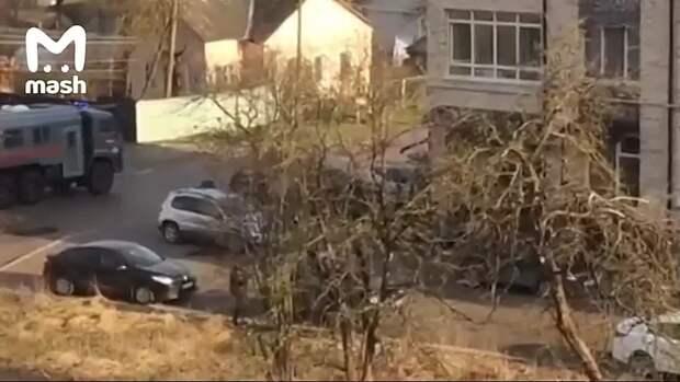 В Смоленске неизвестный открыл стрельбу из окна – сейчас район оцеплен. На...