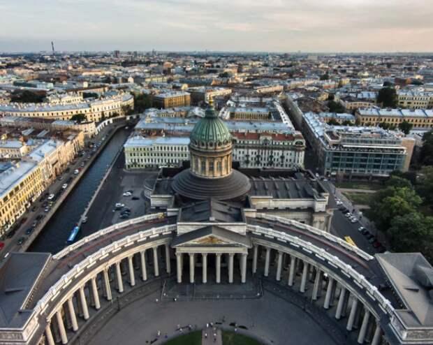 Санкт-Петербург обогнал Москву по популярности у россиян среди некурортных городов