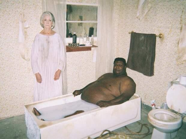 Молочные ванны под присмотром бабули. Кто эти люди и почему они это делают?