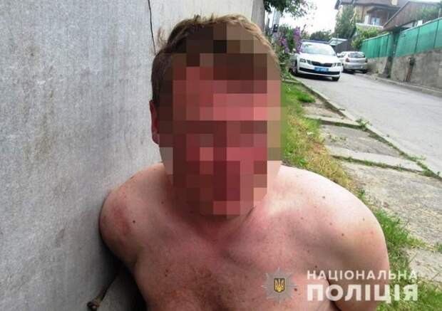 В Киеве мужчина напал на пожилую женщину