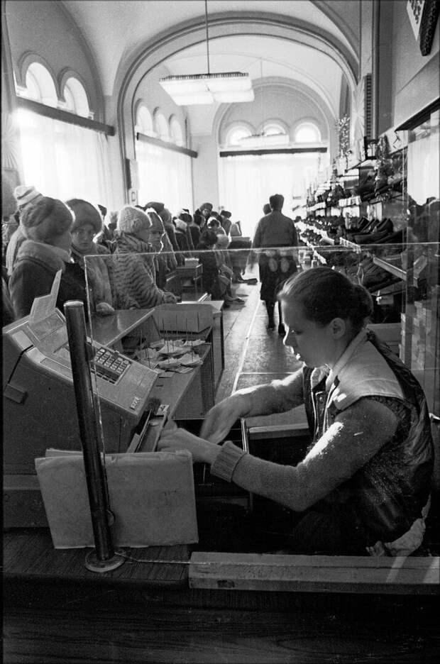 За чем стояли в очередях советские граждане?