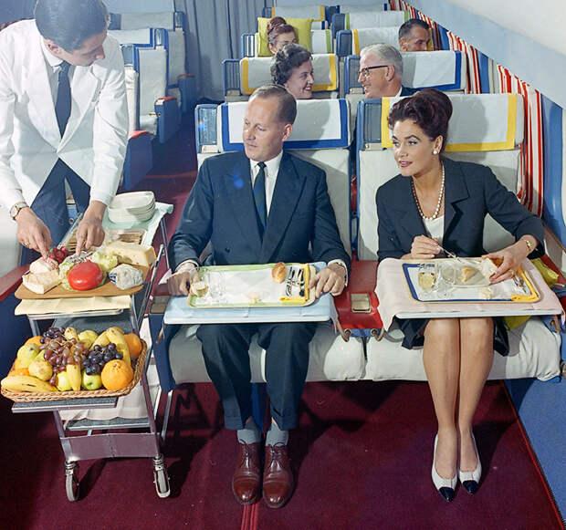 Как выглядел бизнес-класс швейцарской авиакомпании в 60‑е