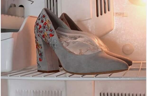В туфли нужно положить пакеты с водой и заморозить их. / Фото: sdelai-lestnicu.ru