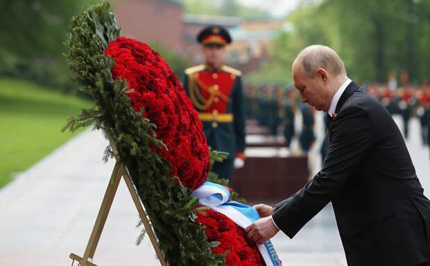 РБК сообщает, что Путин поздравил с Днем Победы всех лидеров СНГ, кроме Грузии и Украины