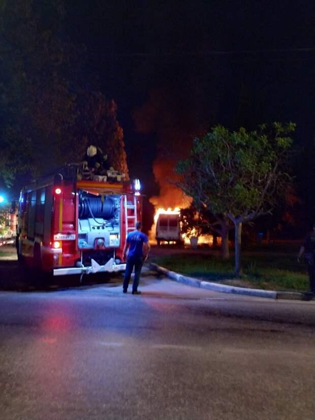 В Севастополе ночью сгорел автомобиль
