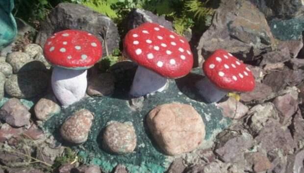 Мухоморы из камней