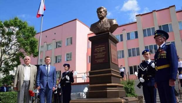 В Крыму открыли бюст легендарному космонавту Береговому