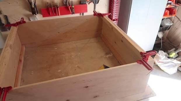 Шкафчик из старых оконных рам