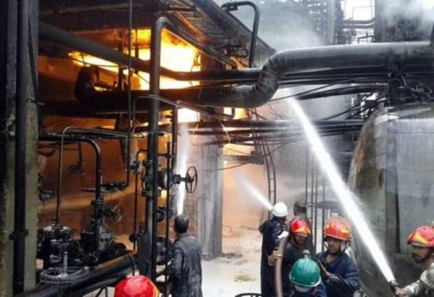 ВСирии горит нефтеперерабатывающий завод