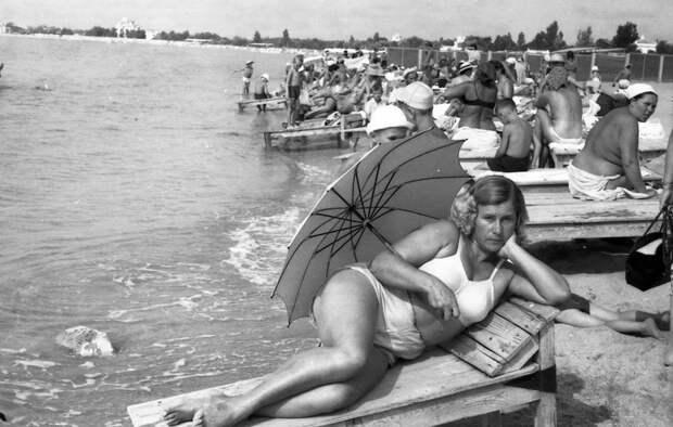 Пляжная мода в СССР: эволюция бикини и купальников (ФОТО)