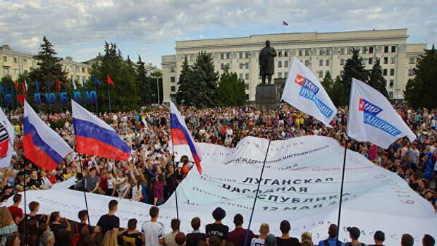 В Луганске высадили аллею берез в знак единства с Россией