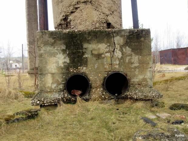 К этой бетонной штуковине подводились трубы с отработанной горячей водой.