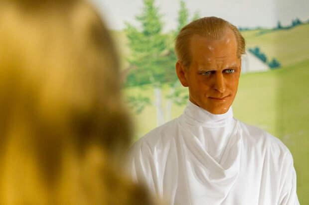 Молодой принц Филипп в роли ангела.