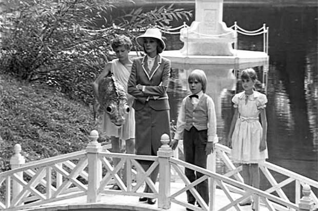 мэри поппинс в парке с детьми