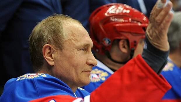 Владимир Путин пообещал сыграть в хоккей с командой из Сибири
