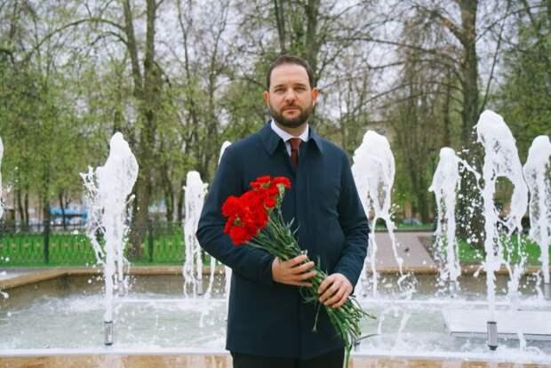 Ректор РХТУ Мажуга поздравил с Днём Победы легендарного лётчика Киртока