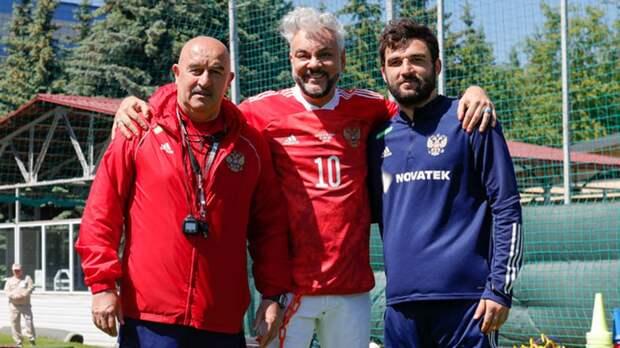 Киркоров посетил тренировку сборной России: «Попробовал забить Дзюбе, но король футбола спас ворота»
