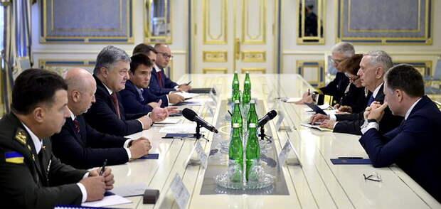 Министр обороны США пообещал Порошенко помочь забрать Крым у России