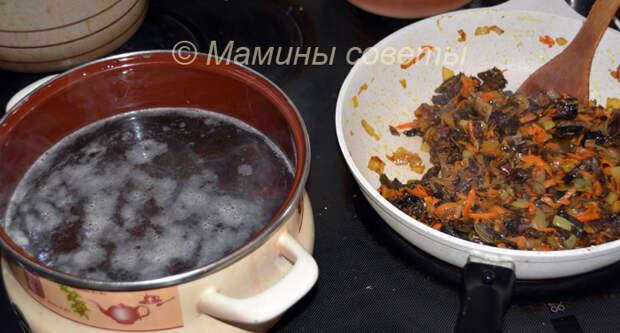 Варим суп из лесных сушеных грибов