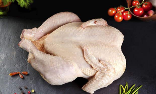 Сырая курица: почему ее нельзя мыть под краном