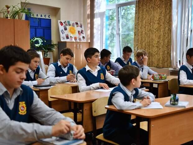 В Минпросвещения опровергли информацию о досрочном завершении учебного года в школах