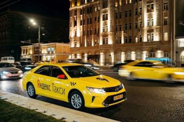 """ФАС оценит влияние Uber и """"Яндекс.Такси"""" на цены на такси в Москве и Подмосковье"""