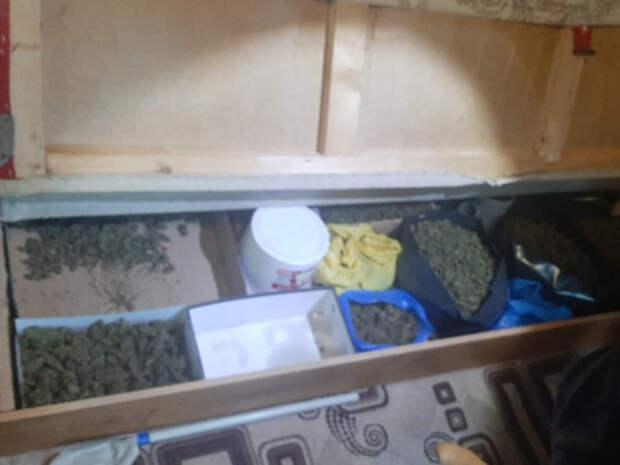 Крымчанин хранил у себя дома почти 14 килограммов марихуаны