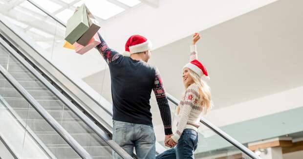 Россияне больше тратили на подарки и меньше — на развлечения и отели в новогодние праздники