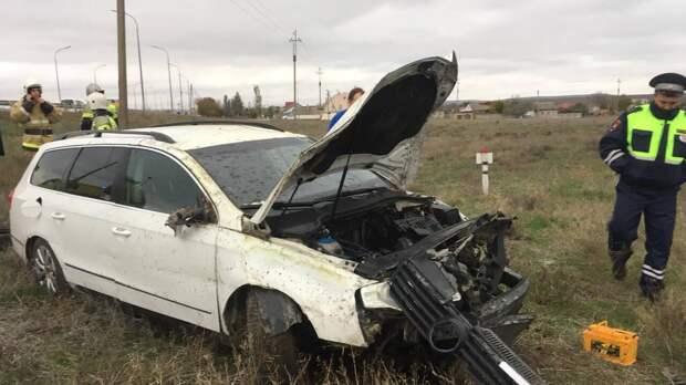 В Крыму водитель не справился с управлением и перевернулся на обочине