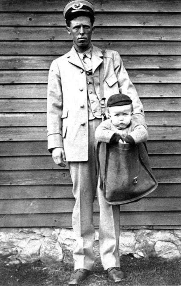 В начале XX века вы могли отправить ребенка по почте. И почтальоны их доставляли