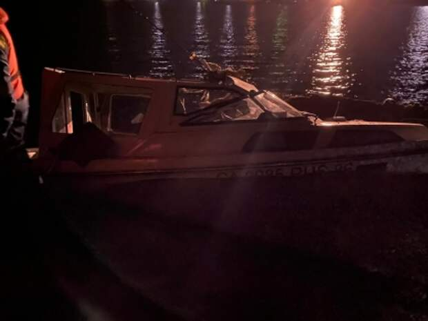 Четыре человека погибли при столкновении катера с баржей в Сургуте