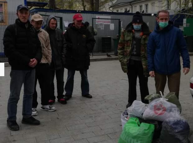Добровольцы из Куркина оказали помощь бездомным