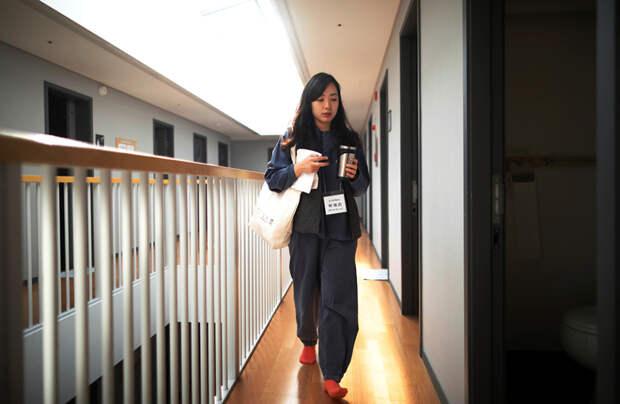 6 фото отеля-тюрьмы в Корее, где люди избавляются от стресса
