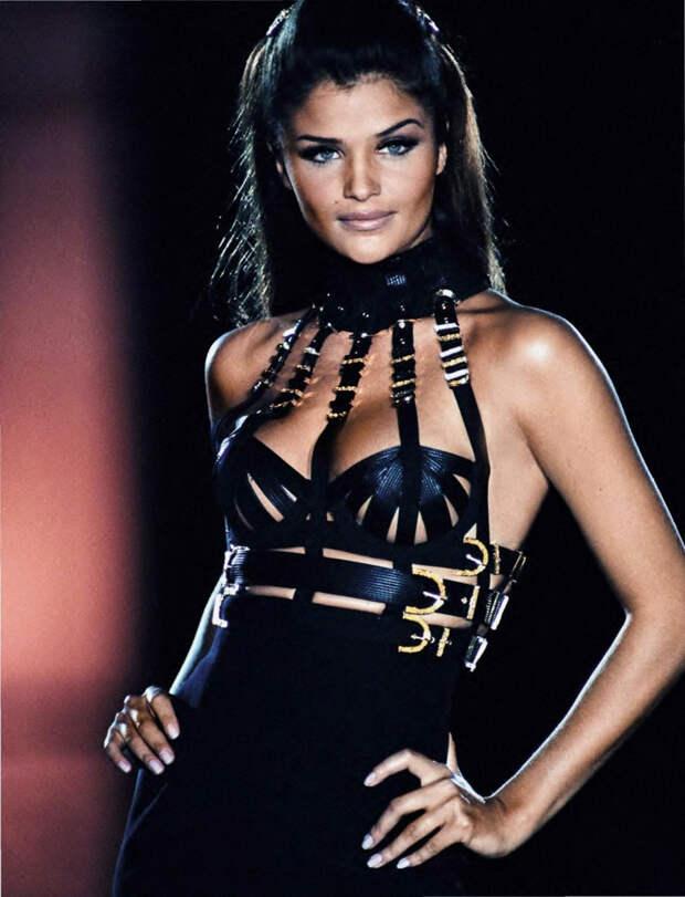 Хелена Кристенсен на показе Versace