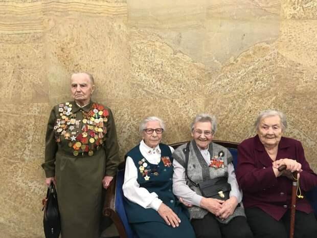 «Сидели, как дурочки, ждали». Ветерана из Москвы оставили без подарка в День Победы