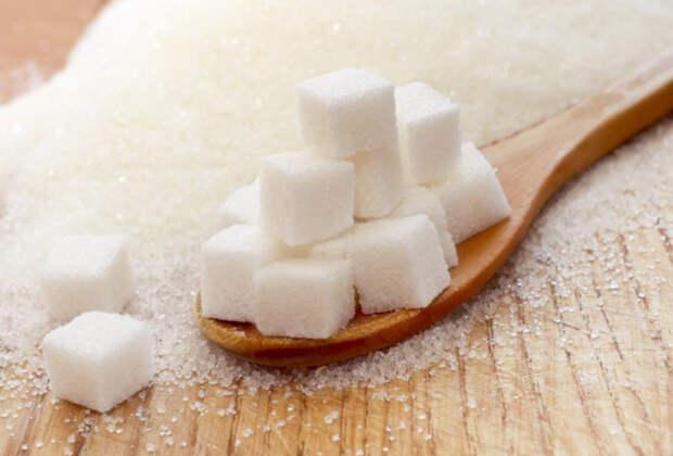 Заводы приостановили продажу сахара магазинам: ждет ли нас дефицит?
