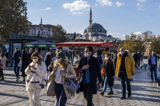 В Турции назвали сроки возвращения к нормальной жизни после локдауна