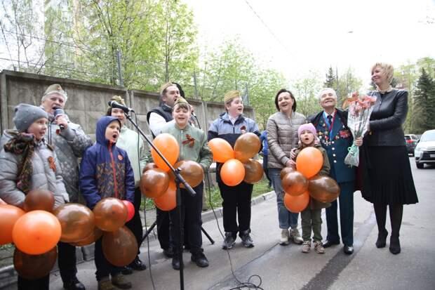 В Лосиноостровском районе выступали вокалисты разных поколений – от детских студий до хора бабушек