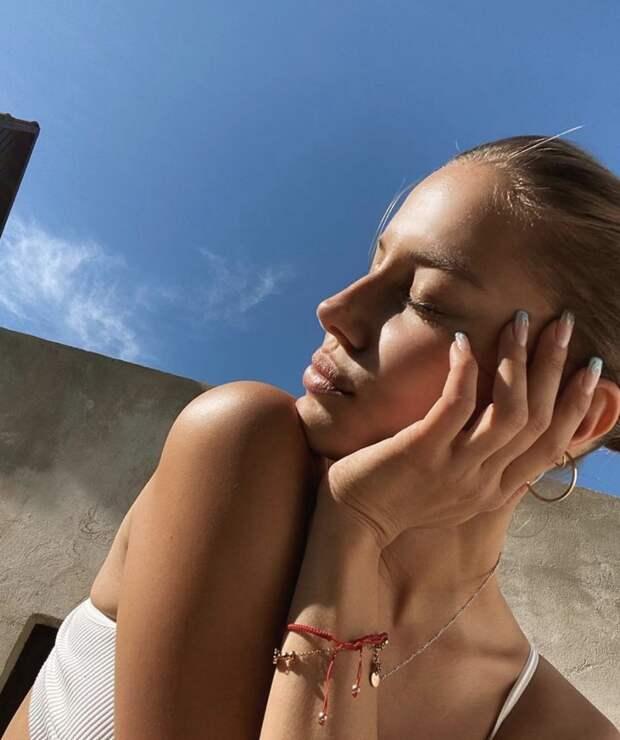 8 ярких фото модели Николь Потуральски, которая встречается с Брэдом Питтом